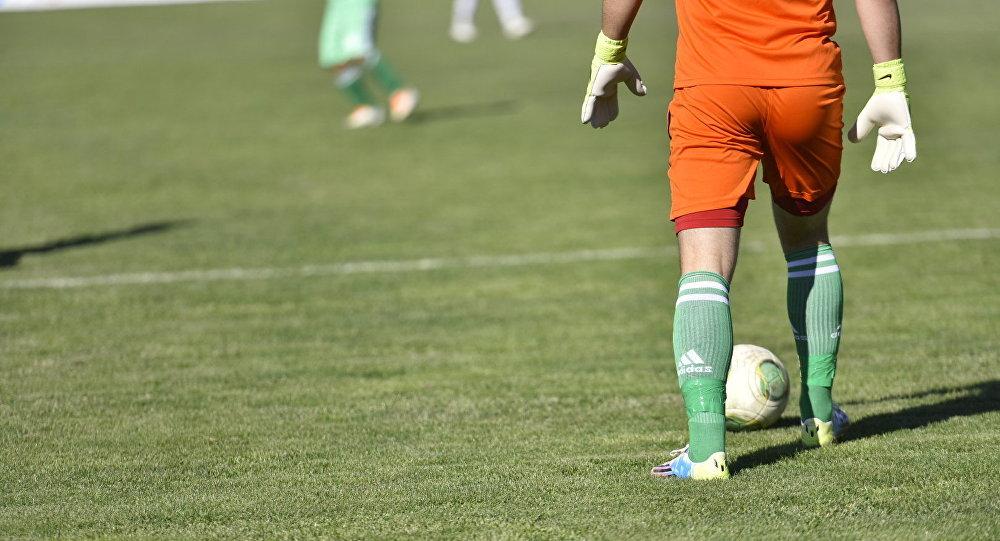 Футболист во время матча. Архивное фото