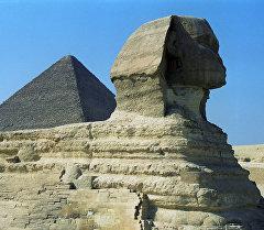 Гиза пирамидаларынын архивдик сүрөтү