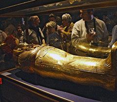 Золотой саркофаг Тутанхамона в Египетском музее в Каире. Архивное фото