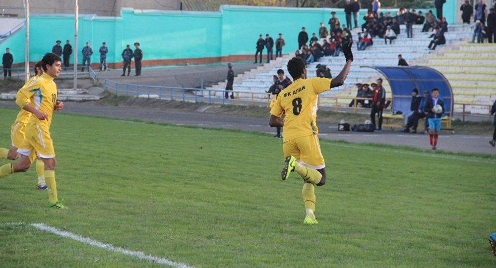 Ошский футбольный клуб Алай празднует победу. Архивное фото