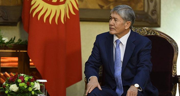 Президент Кыргызстана Алмазбек Атамбаев на встрече с Синдзо Абэ.