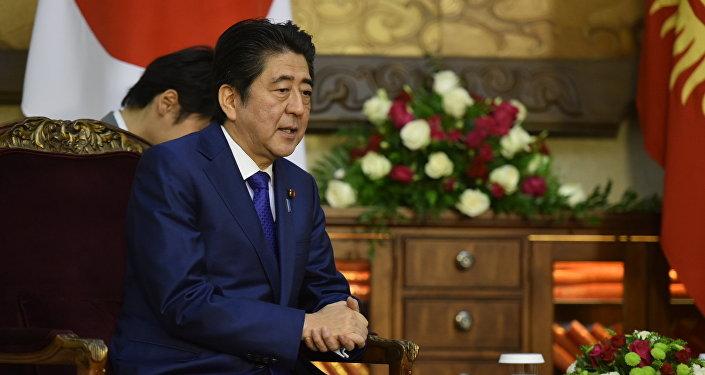 Глава правительства Японии Синдзо Абэ в Кыргызстане. Архивное фото