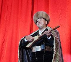 Кыргыз акыны Азамат Болгонбаев. Архив