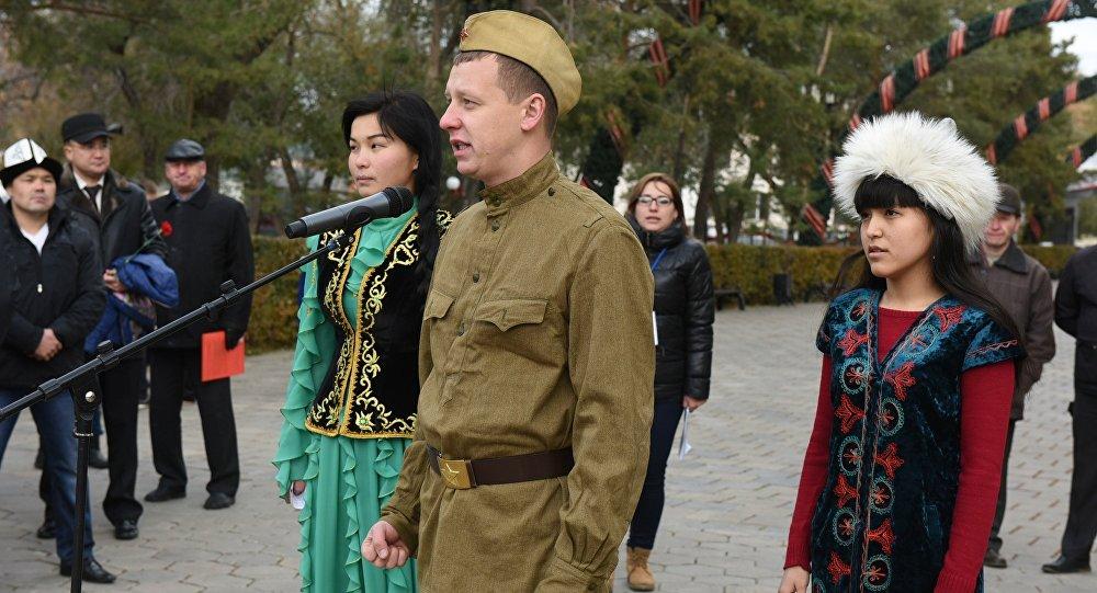 Кыргызстанцы приняли участие в международной вахте памяти Нас миллионы панфиловцев в Оренбурге.