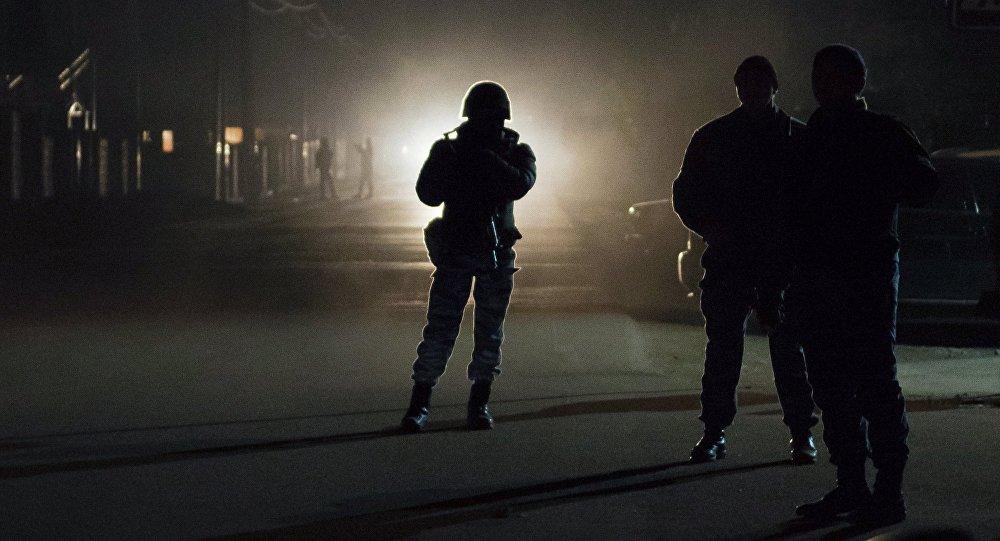 Операция правоохранительных органов стоят на посту в Бишкеке. Архивное фото