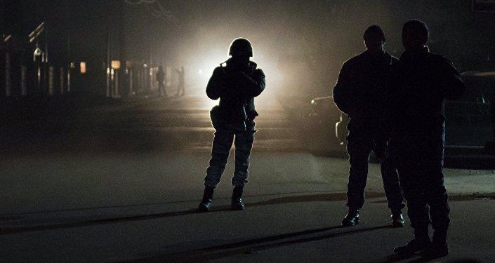 Милиционер ударил ножом своего коллегу вБишкеке