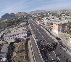 Атамбаев Ош шаарындагы көпүрөнүн ачылышына катышып, элди ынтымакка чакырды