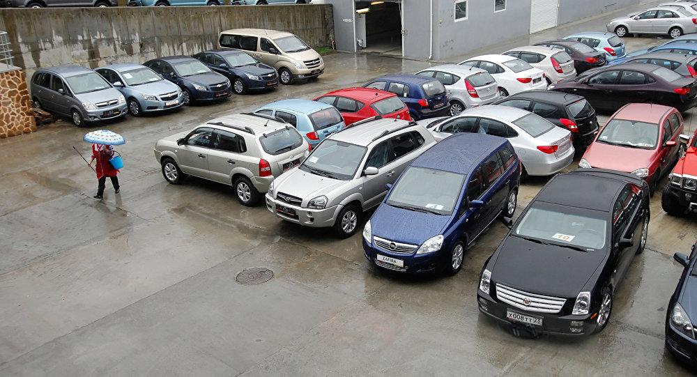 Автомобили автосалона. Архивное фото