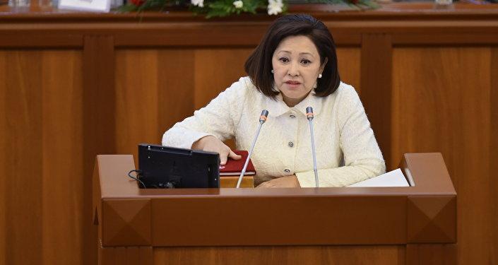 Депутаты фракции Кыргызстан Эльмира Жумалиева