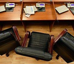 Жогорку Кеңештеги депутаттардын орун жайы. Архив