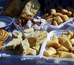 Сладости, самсы и боорсоки — ярмарка в Оше в честь Дня города