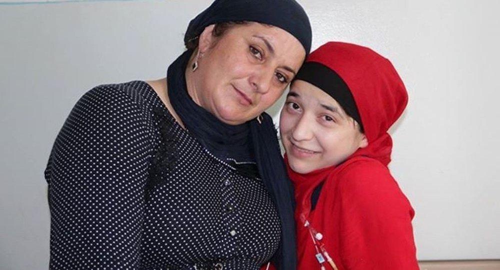 Зита Резаханова с мамой. Архивное фото