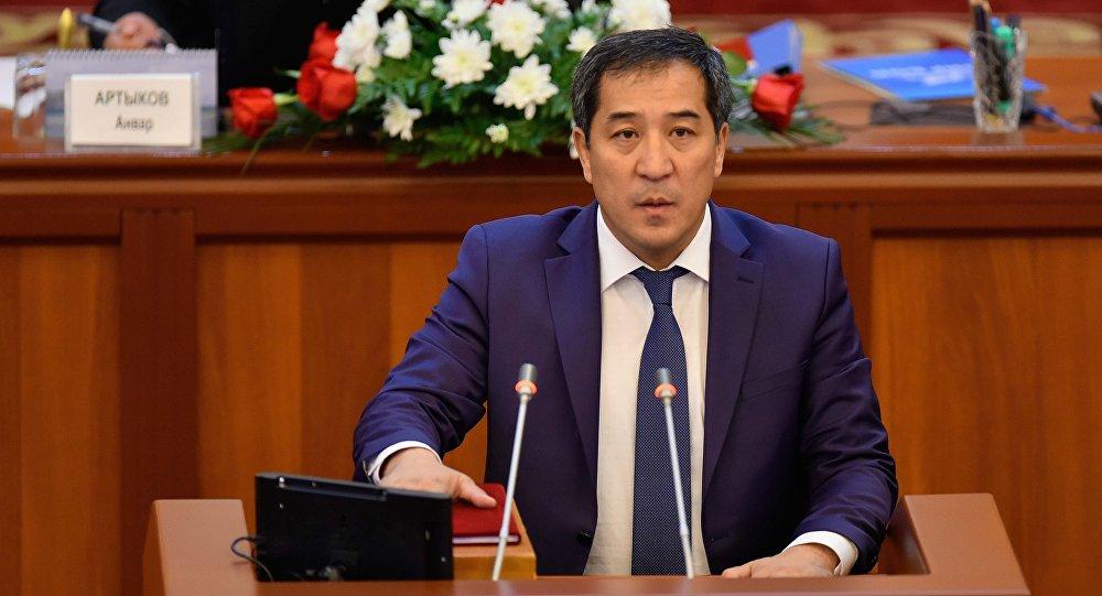 Депутат Алиярбек Абжалиев. Архивдик сүрөт