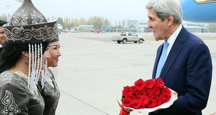 Американский чиновник прибыл в субботу в рамках своего турне по Центральной Азии.