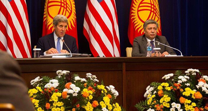 Глава МИД КР Эрлан Абдылдаев на брифинге госсекретаря США Джона Керри назвал эту встречу поворотным моментом в отношениях Кыргызстана и США.