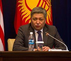 Тышкы иштер министри Эрлан Абдылдаев. Архив