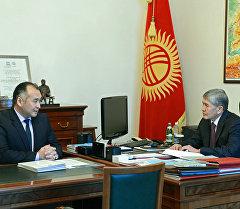 Президент Алмазбек Атамбаев принял и.о. министра энергетики и промышленности Кубанычбека Турдубаева. Архивное фото
