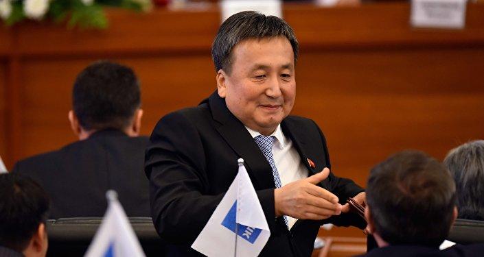 Депутат Асылбек Жээнбековдун архивдик сүрөтү