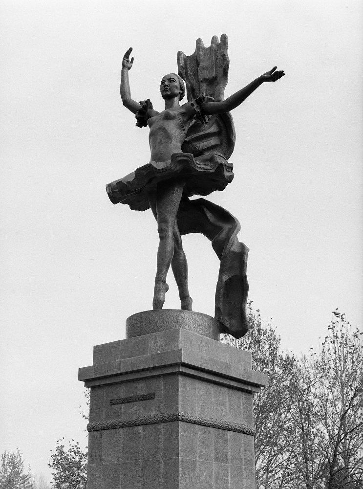 Кыргызский скульптор-монументалист Тургунбай Садыков