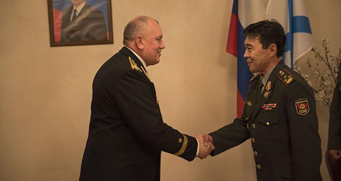 Россиянын Коргоо министрлиги Кыргызстандын жети офицерин медаль менен сыйлагады