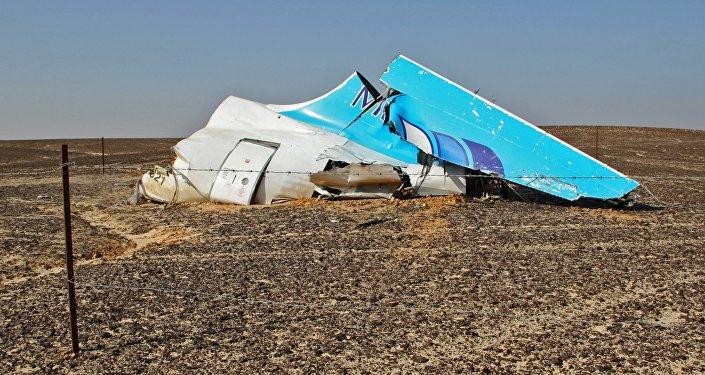 Обломки самолета Airbus A321 авиакомпании Когалымавиа на месте крушения. Архивное фото