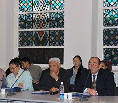 Азиз Салиевдин 90 жылдыгына арналган илимий-практикалык конференциянын катышуучулары. Архив