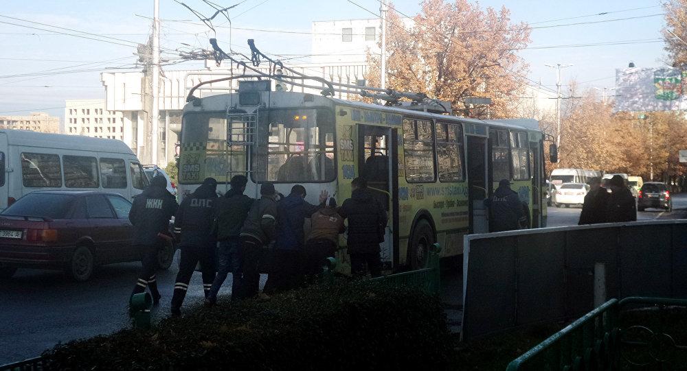 В центре Бишкека остановились троллейбусы