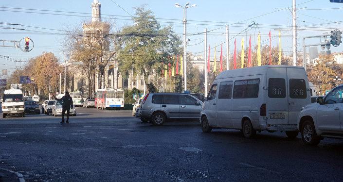 В бишкекском троллейбусном управлении (БТУ) пояснили, что остановка транспорта обычно связана с отключением электроэнергии.