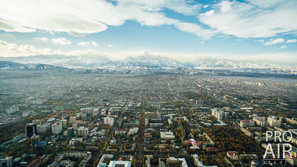 Центр города. Бишкек находится у подножья Ала-Тоо — Кыргызского хребта горной системы Тянь-Шань