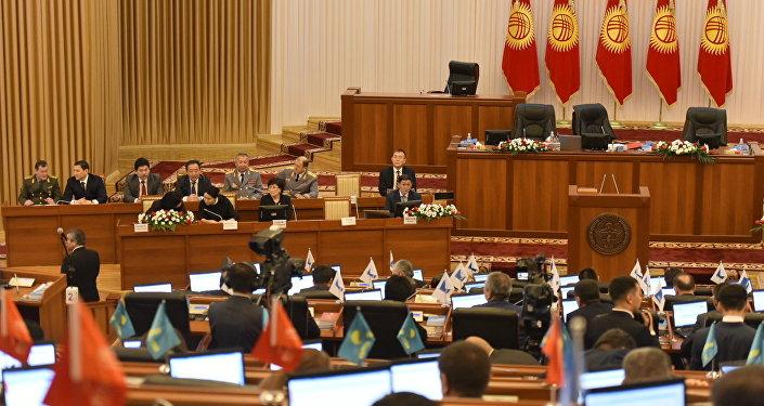 Заседание депутатов в Жогорку кенеше. Архивное фото