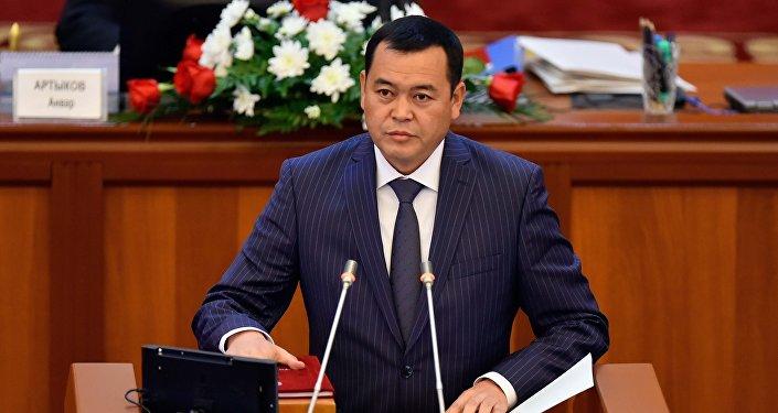 Мирлан Бакиров (Онугуу — Прогресс) — председатель Комитета по аграрной политике, водным ресурсам, экологии и региональному развитию.