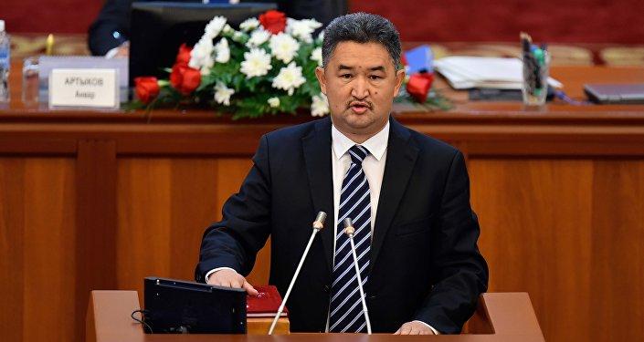 Алмазбек Баатырбеков (Кыргызстан) — председатель Комитета по международным делам, обороне и безопасности.
