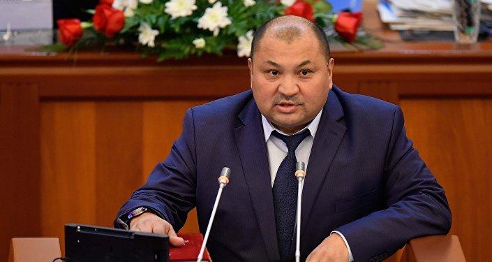 Кожобек Рыспаев (СДПК) — председатель Комитета по топливно-энергетическому комплексу и недропользованию.