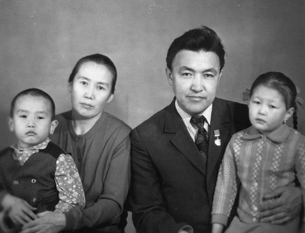 Исанов с супругой воспитывали сына и дочь