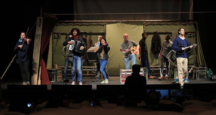 Артисты театра Глобус во время репетиции в Кыргызском драматическом театре. Архивное фото
