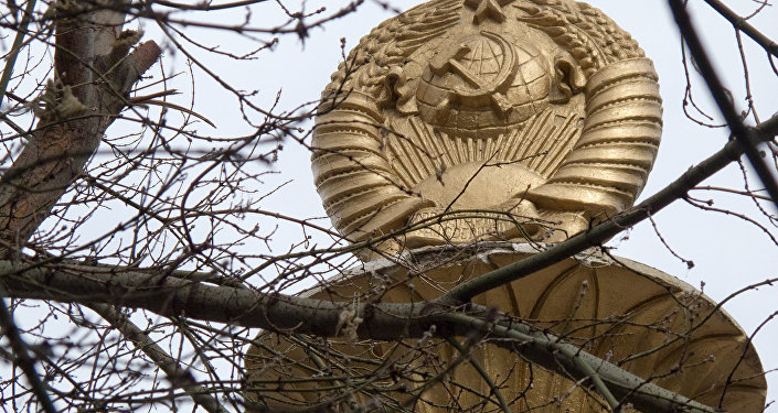 Советтик архитектуранын элементтери ошол доордо салынган ар бир имараттан байкоого болот.