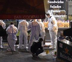 Работы экспертной группы на месте одного из семи терактов произошедших вечером в пятницу в столичном регионе Франции