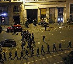 Франциянын милиция кызматерлери теракт болгон жерде. Архив