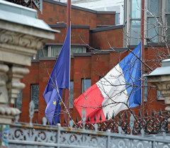 Франциянын желегин түшүрүү. Архив