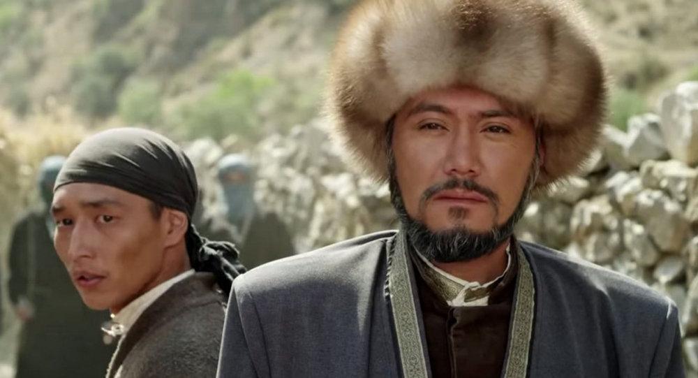 Курманжан датка тасмасынан кадр, актер Азиз Мурадиллаев Алымбек датканын ролунда