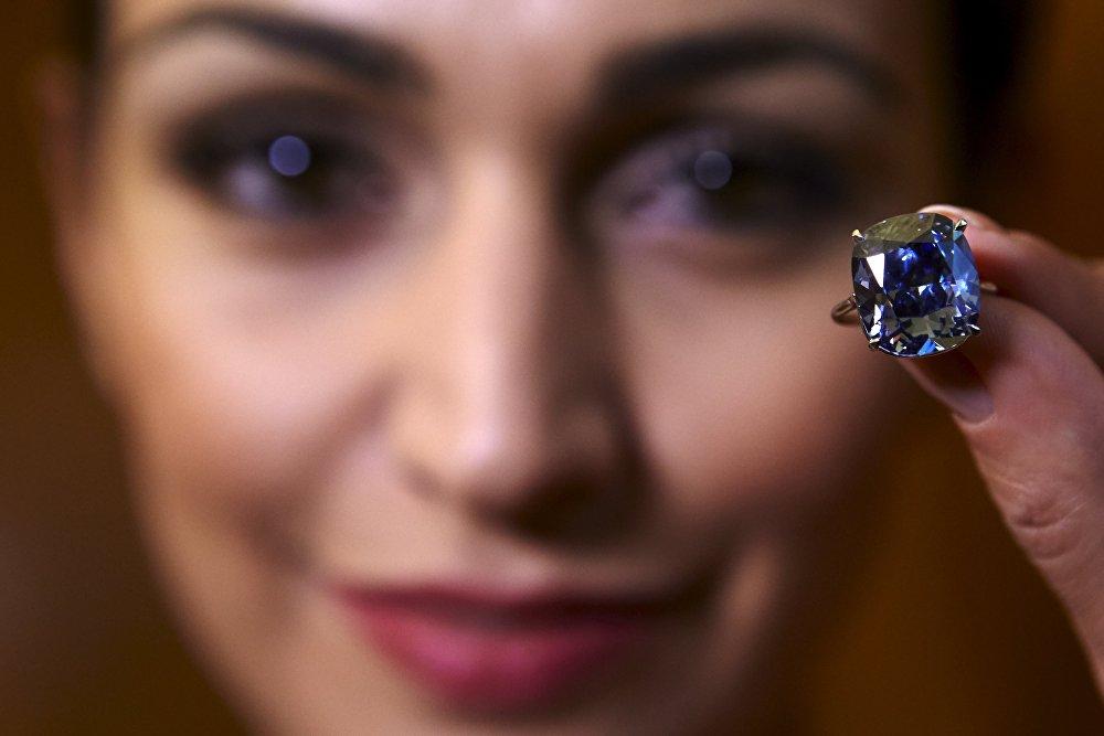 Аукцион редчайшего в мире бриллианта Голубая луна