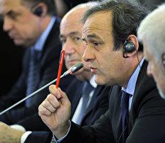 ФИФАнын президенти Йозеф Блаттер менен УЕФАнын жетекчиси Мишель Платини. Архив