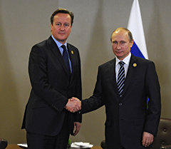 Президент России Владимир Путин (справа) и премьер-министр Соединенного Королевства Великобритании и Северной Ирландии Дэвид Кэмерон во время встречи на полях саммита Группы двадцати (G20) в турецкой Анталье. Архивное фото