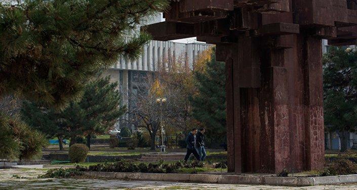 Руководство столичного муниципалитета, на чьем балансе находится памятник, приняло решение частично демонтировать его и отправить на реставрацию.