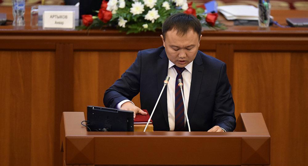 Депутат ставит вопрос легитимности власти Киргизии из-за утери подлинника Конституции