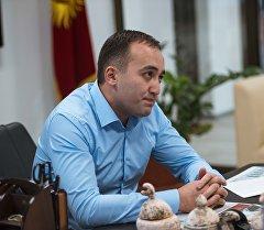 КТРКнын башкы директору президенттикке талапкер Бакыт Төрөбаевдин архивдик сүрөтү