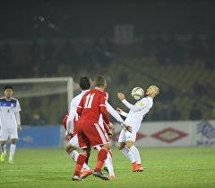 Футболист сборной Кыргызстана на матче с Иорданией. Архивное фото