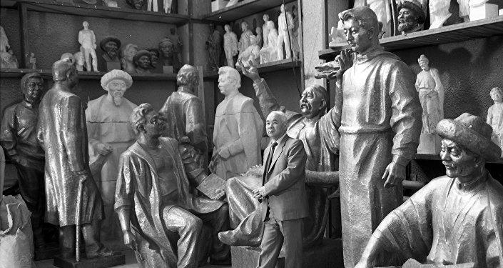 Его автором стал знаменитый скульптор Тургунбай Садыков.