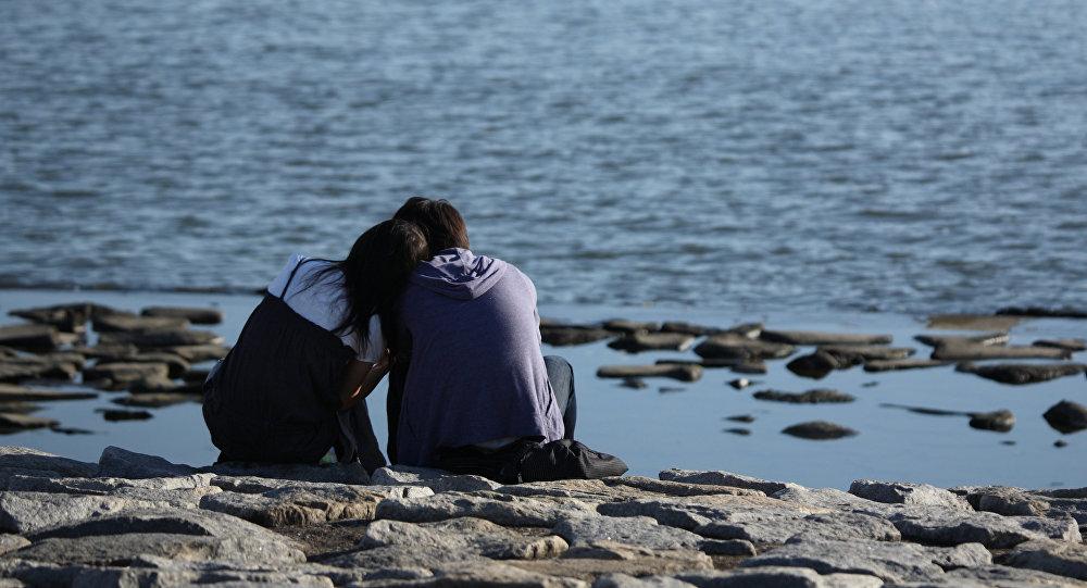 картинки парень и девушка и море