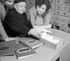Улуу манасчы Саякбай Каралаев. Архив